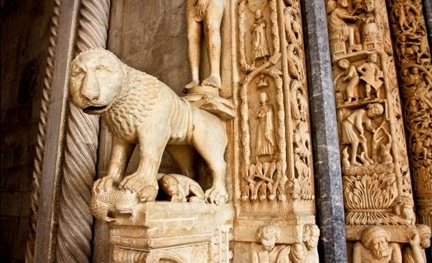 portaal laurentius kathedraal Trogir Kroatie